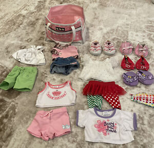 BUILD A BEAR - Pink Pet Carrier With Lot Of Clothes Lot Of Shoes Skechers