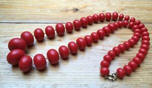 Kitsch Vintage Bright Red Bead Necklace/Graduated Look/Bobble/Retro/1960/70's