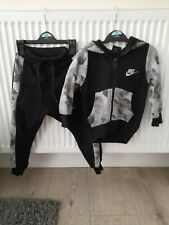 Boys nike tracksuit 2-3 years