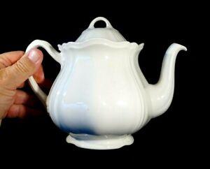 Beautiful Wedgwood Queen's Plain / Queens Shape Teapot