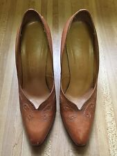 Vintage Buskens 1970s Tan Hand Tooled Leather Empire Women's Pumps 9N Brazil