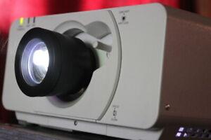 Panasonic PT-DZ570E DLP Beamer Projector 1920x1200 Wuxga 4000 Lm HDMI 1,4 -2, 9: