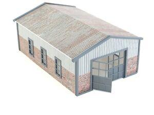 BIG Model Car Garage Diorama Display in Scale 1:43 ''Metal'' Roof Auto Service