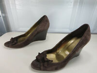 J.CREW womens brown suede punched suede bow peep wedge heel 8 M EUC