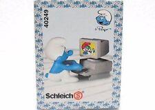 SCHLEICH 40249-CHINA-PUFFO LAVORA AL COMPUTER-BOX C/VISO PUFFI-SMURFS-NUOVO