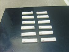 Lot pièces LEGO: 12 PLAQUES BLANCHES MODIFIEES SEMIES LISSES 4X1 Réf: 92593 TBE