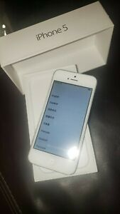 Apple iPhone 5 32GB. Phone holding full charge