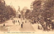 France Paris La Rue Turbigo et la Statue de la Republique Street