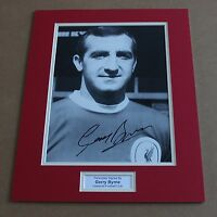 GERRY BYRNE IN LIVERPOOL SHIRT HAND SIGNED AUTOGRAPH PHOTO MOUNT + COA
