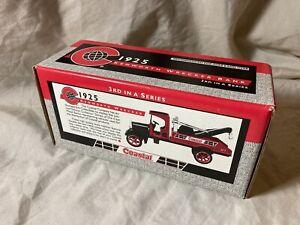 1995 ERTL 1925 Kenworth 1/34 Scale Wrecker Truck Diecast Bank NIB (o)