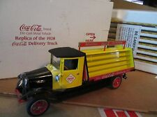 1928 COCA-COLA DELIVERY TRUCK W/ COKE BOTTLES INTERNATIONAL DANBURY MINT 1/24