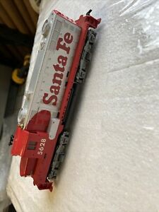 Vintage TYCO 5628 SANTA FE Red/ Silver Locomotive HO Scale TRAIN Diesel (tr164