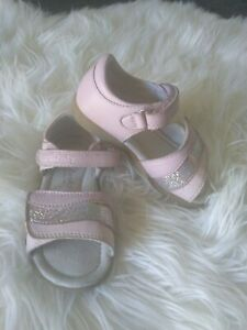 Clarks Leather Pink Sandals Shoes Size 7.5 Girls Great Condition!