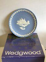 """Vintage Wedgwood """"Tower of London"""" 1973 Blue Jasperware Christmas Plate Boxed"""