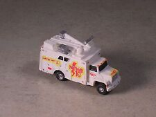 N Scale 2004 White Ford Channel 10 Remote New Truck w/satelite disk.