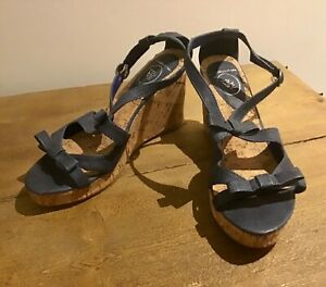 BLUE FAUX LEATHER WEDGE SHOES HEELS SANDALS BOW DETAIL SIZE 7