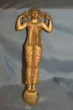 ornement à l'antique décor de meuble ancien en bronze ou laiton