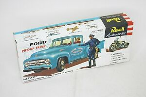 REVELL Ford Pick-up Truck w/Police Motorcycle & Officer 1/48 Model Kit