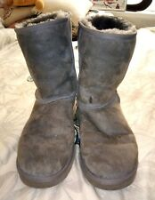 Genuine Men's Size 8 Grey UGG Boots