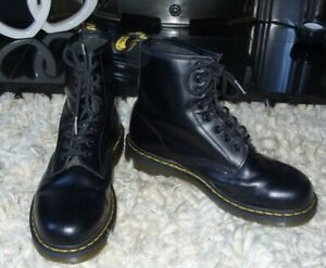 DR MARTENS boots BLACK SMOOTH sz 7 - GREAT CONDITION
