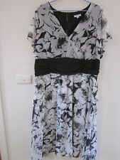 BEAUTIFUL BLACK AND WHITE DRESS SIZE 20-22 BY MILLERS