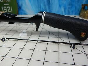vintage Fishing rod ZEBCO 4251 Pistol grip 5'  graphite composite reel lure