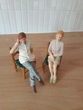 1:12th Scale Resin Dolls House Dolls x 2 with 2 Chairs. Excellent Condition.