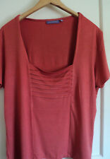 JH299) Ladies tshirt w tiered detail at front - square neck - size 22 Autonomy