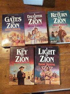COFFRET LIVRES EN ANGLAIS. 5 Zion Chronicles Bodie Thoene.