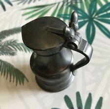 PICHET MINIATURE EN ÉTAIN À COUVERCLE À DEUX GLANDS/ Miniature pewter acorn jug