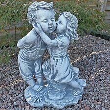 Skulpturen aus Steinguss mit Menschen-Motiv