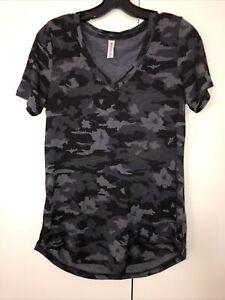 ATHLETA Breezy Printed Scoop V Tee Flora Camo Top Shirt Women Size S P New