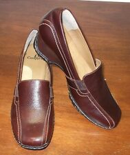 I LOVE COMFORT LEATHER  LOAFERS......SIZE: 7 M..........EXCELLENT CONDITION