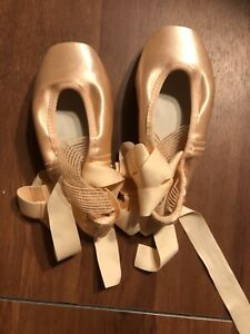 Gaynor Minden classic fit pointe shoes size 6.5