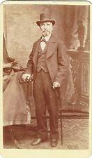 Photo cdv : Bachrach ; Un homme avec canne et chapeau en pose , vers 1868