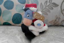 SANTA SUIT EEYORE Grand Beanie Jouet Doux WINNIE THE POOH Noël Disney Store