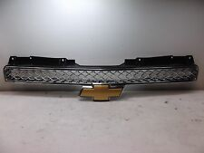 nv60312 Chevrolet GM Suburban 1500 2007 2008 Front Center Chrome Grille OEM