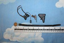 DRAGON MODELS 1/6TH SCALE WW2 GERMAN Officers Belt Luger & Binoculars CB70960