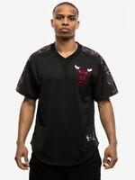 Mitchell & Ness NBA Chicago Bulls Winning Team Mesh V-Neck Tee BA85CX-CBU-K-COK