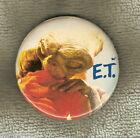 #D137. ET EXTRATERRESTRIAL MOVIE TIN BADGE - ET HUGGING