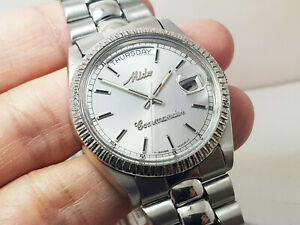 Swiss-made Mido Commander 8224 Day Date Automatic Silver dial Gents FLUTED BEZEL