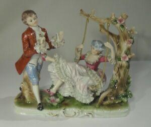 edle PORZELLAN SKULPTUR - Barockes Paar auf Schaukel Figur Rokoko Figurengruppe