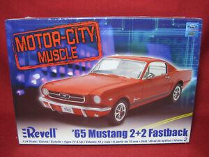 1965 Ford Mustang 2+2 Fastback '65 Muscle Car Revell-Monogram 1:24 Kit 85-2835