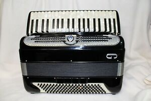 VINTAGE 1971 GIULIETTI ACCORDION MODEL F94 (SPECIAL BUY IT NOW 3 DAY SALE!!)