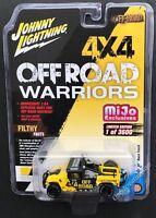 JOHNNY LIGHTNING Hummer H1 Race Truck 1:64 Yellow