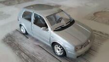 Burago VOLKSWAGEN GOLF MK4 1998 Argento 1:24 *Condizioni Perfette* Made in Italy
