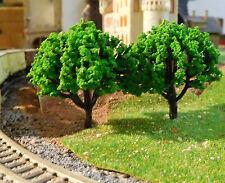 10 mittelgrüne Laubbäume, 50 mm hoch