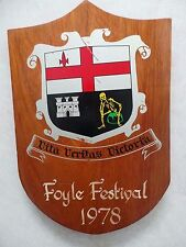 CITY OF DERRY FOYLE FESTIVAL 1978 COAT OF ARMS PLAQUE/SHIELD - HAND PAINTED