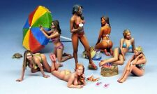 1/35 Scale Resin Model Kit Modern Beach Girls (7 Figures)