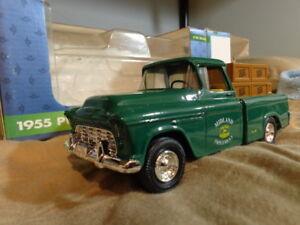 JOHN DEERE Ertyl 1:25  DIECAST 1955 Chev Pickup Bank with Key NIB